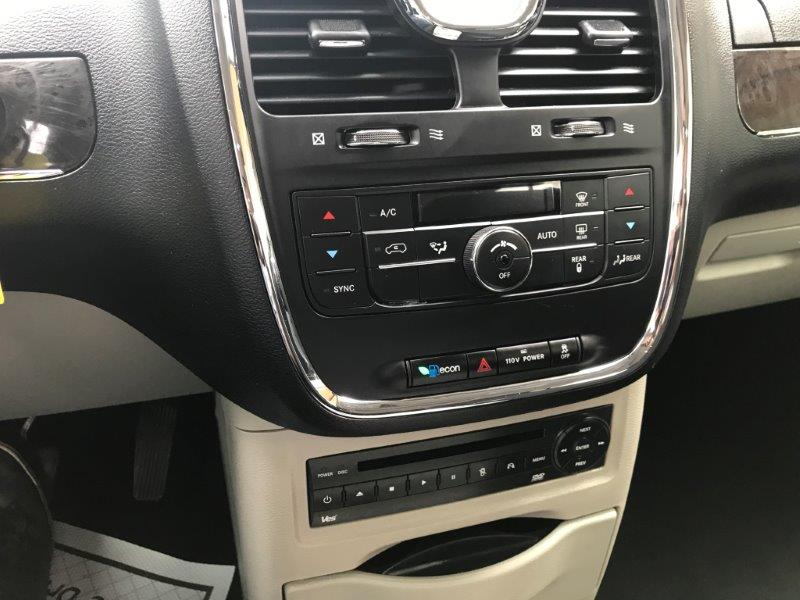 2011 Chrysler T&C13