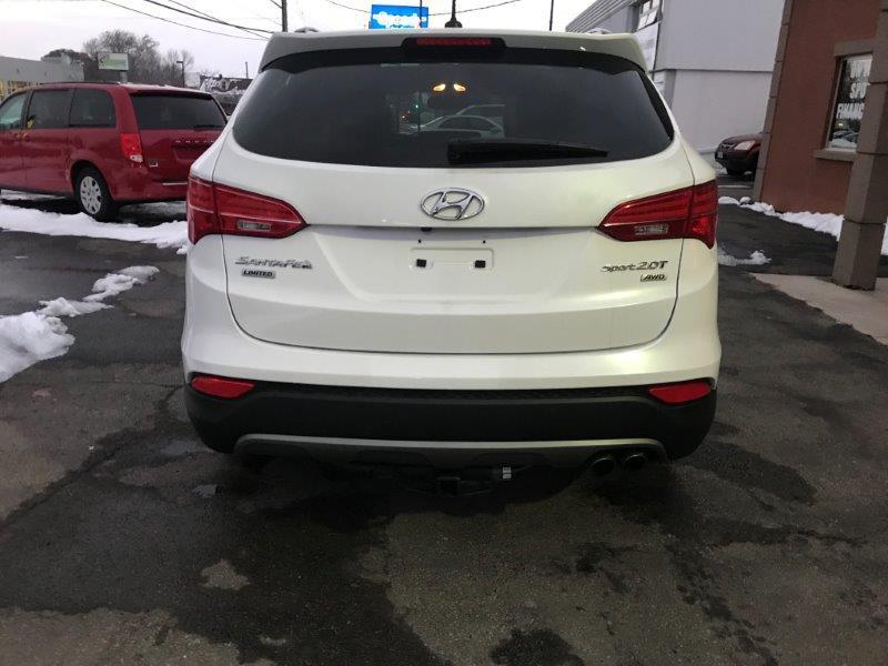 2016 Hyundai Santa Fe10