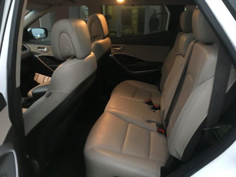 2016 Hyundai Santa Fe14