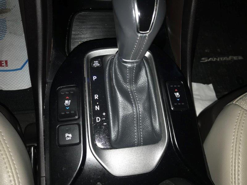 2016 Hyundai Santa Fe18