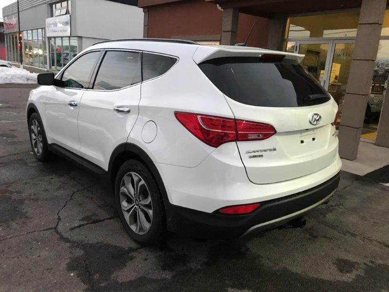 2016 Hyundai Santa Fe9