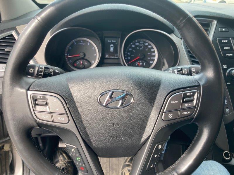 2013 Hyundai Santa Fe16