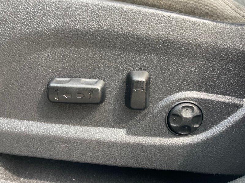 2013 Hyundai Santa Fe18