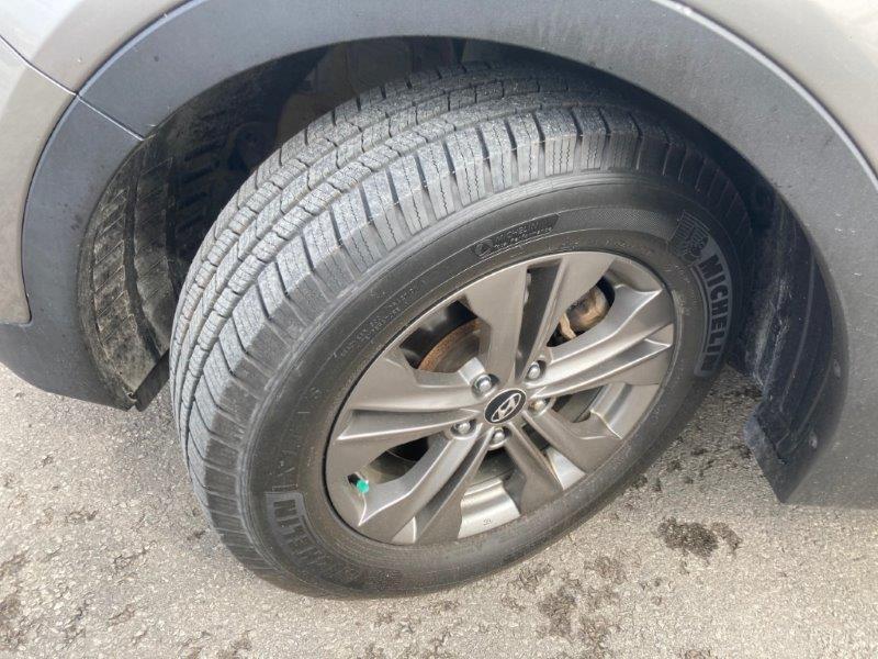 2013 Hyundai Santa Fe19
